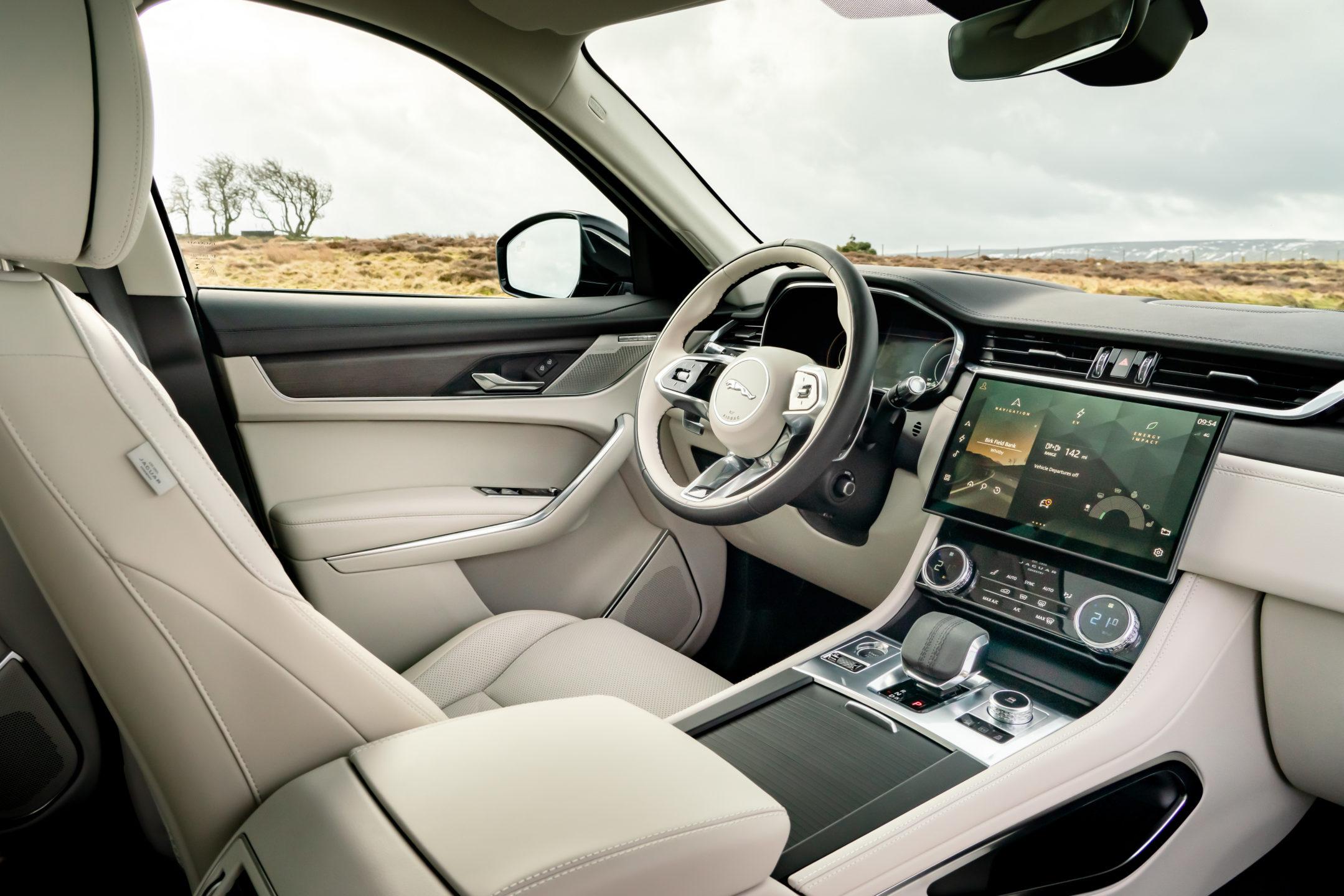 Jaguar F-PACE Plug-In Hybrid Interior wheel